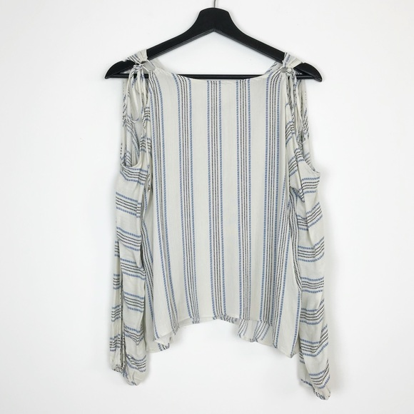 c1fe49faf73164 Everly Tops - Everly Blue White Pinstripe Cold Shoulder Top M